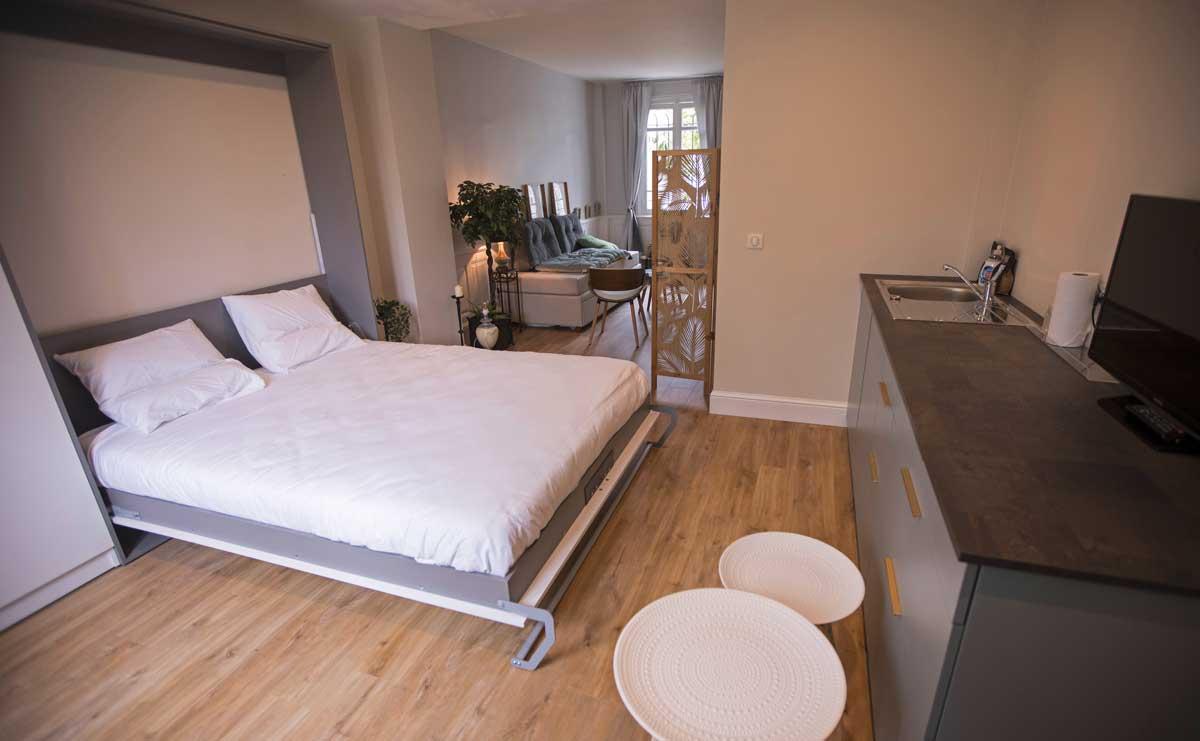 Chambre ReN lit double 160x200 ouvert avec kitchenette