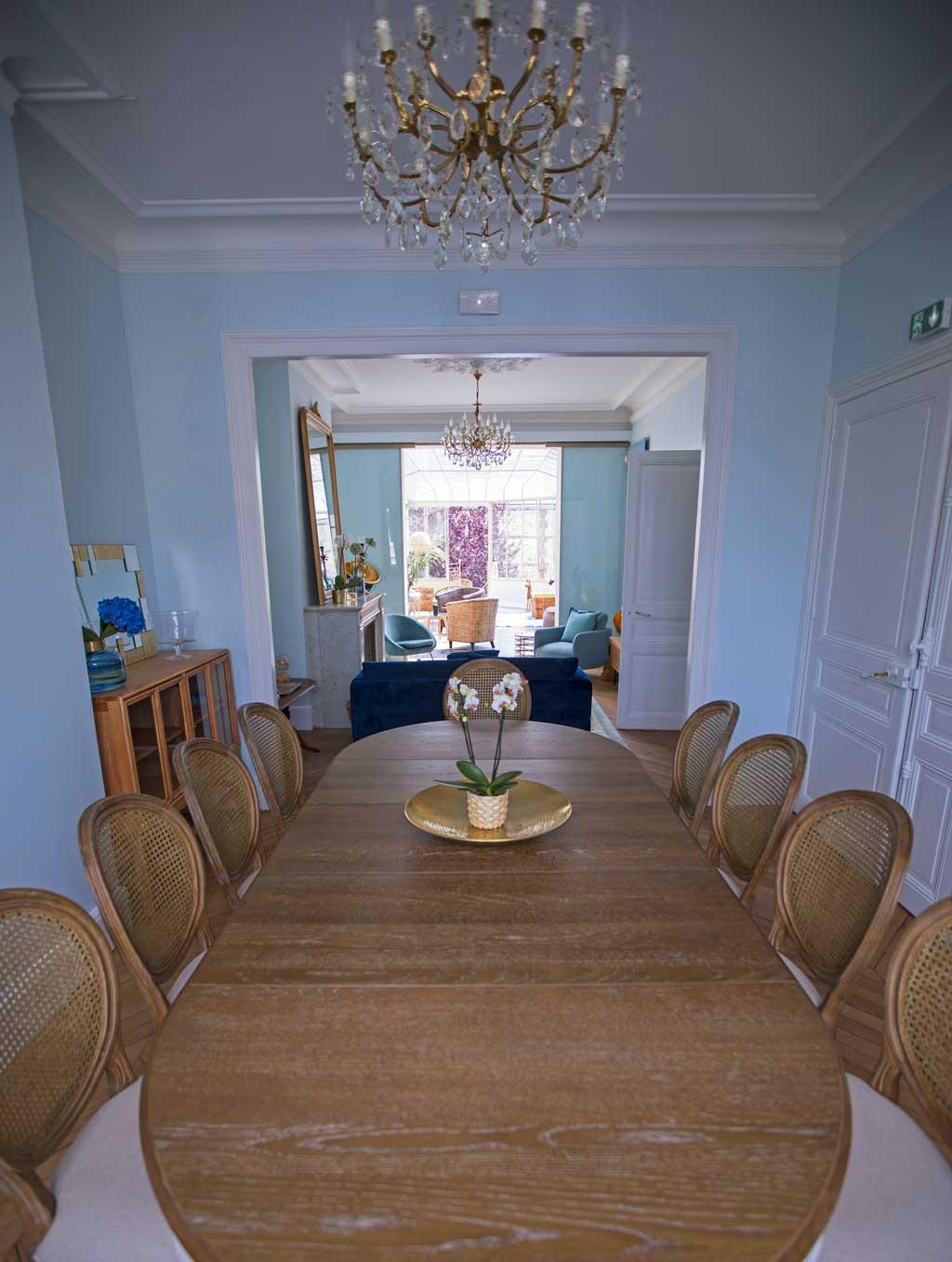 Salle à manger de la Maison ReN, acec table pour 12 convives