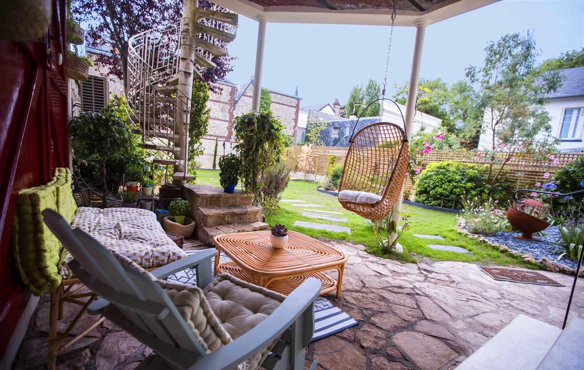 Terrasse abritée et jardin clos de La Maison ReN à Deauville